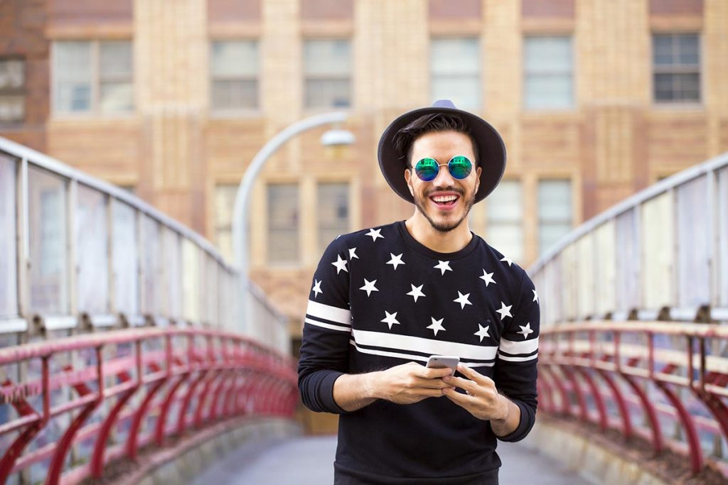 Déménagement, nouvelles attentes : pensez à mettre à jour le profil de votre appli de rencontre