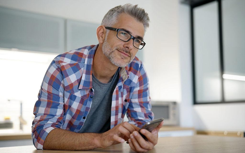 7 conseils pour draguer sur les applis quand on est un daddy