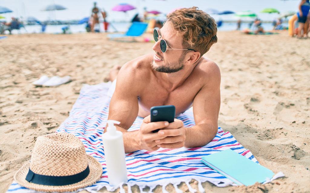 3 conseils pour utiliser son appli de rencontres gay en vacances